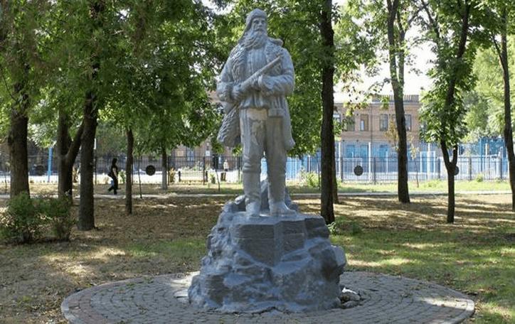 ейск достопримечательности, развлечения ейск, памятники ейск, Памятник партизану в Ейске